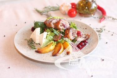 Салат с утиной грудкой и яблоком