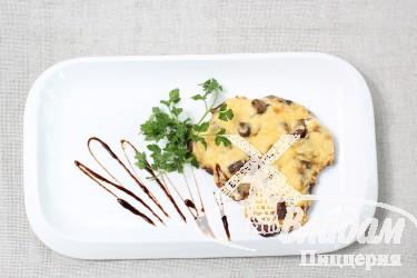 Говядина под сырной корочкой с грибами или ананасами