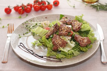 Салат с телятиной на гриле