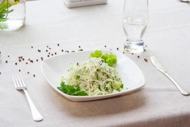 Салат из капусты со свежим огурцом